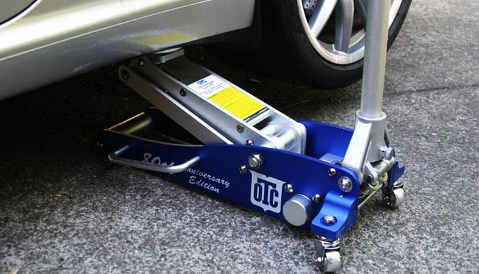 floor jack safety tips